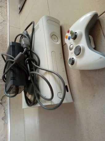 XBOX 360+controller+all cables+Fifa 16