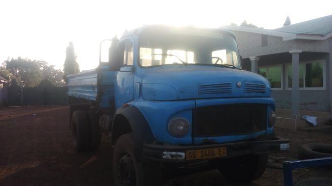 Tipper truck-benz