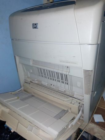 HP 5550dtn colour laserjet printer
