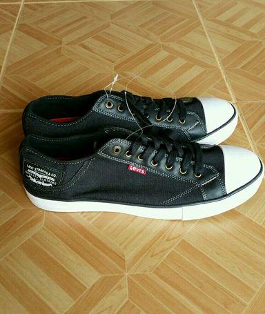 Men Levi's Sneakers