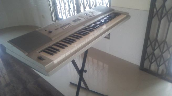 Yamaha YPG-235(with a stand)