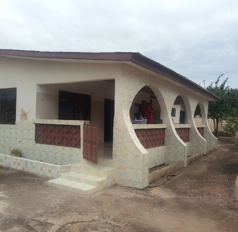 6 BRM HOUSE WITH OUTHOUSE AT POKUASE ABENSU