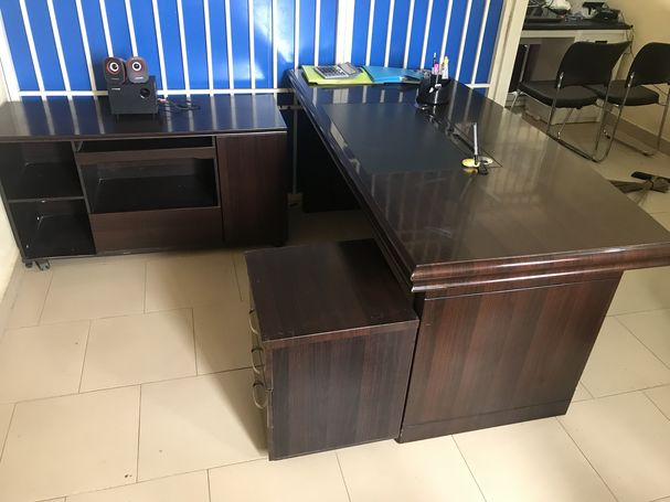 Classic Office Executive Table For Sale