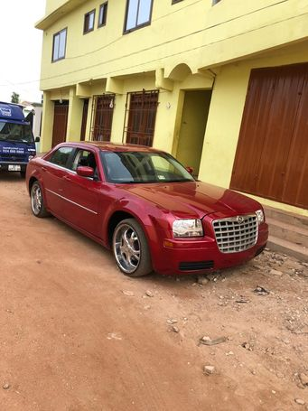 VERY NEAT AND STRONG CHRYSLER 300