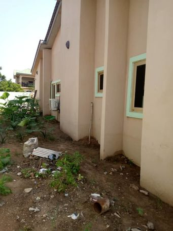 5 bedroom  house Self compound
