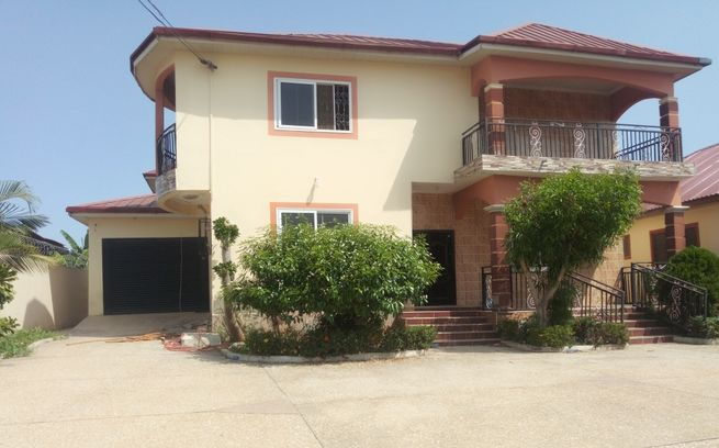 TITLED 4 BEDROOMS STOREY AT AMASAMAN (RENTAL/SALE)