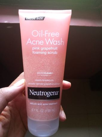 Neutrogena Oil Free Pink Grapefruit Acne Face Scrub