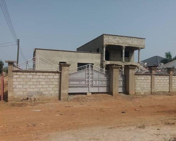 7Bedrooms House  For Sale  at Mataheko.Tema