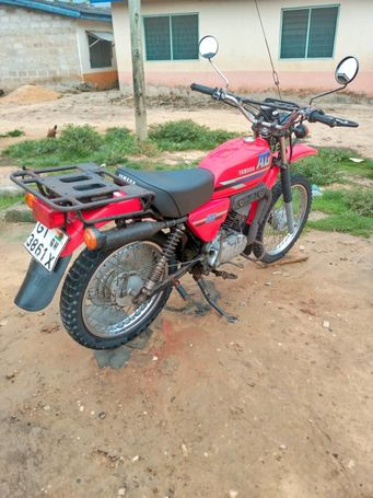 Yamaha AG 100