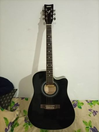 yamha accoustic guitar