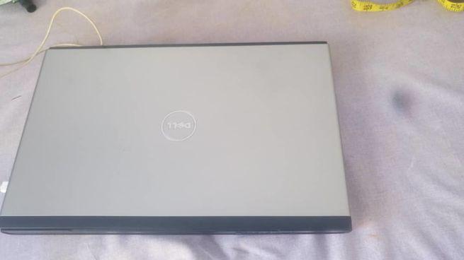 Dell vostro 3700 i5 17 inches fresh