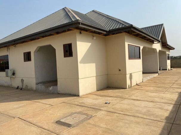 2bedroom duplex for rent