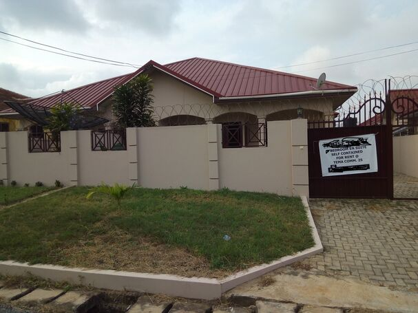 5bedroom house for Sale at Tema Com25