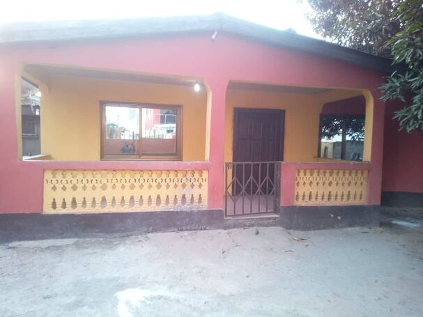 Self Compound 3 bedroom house for rent