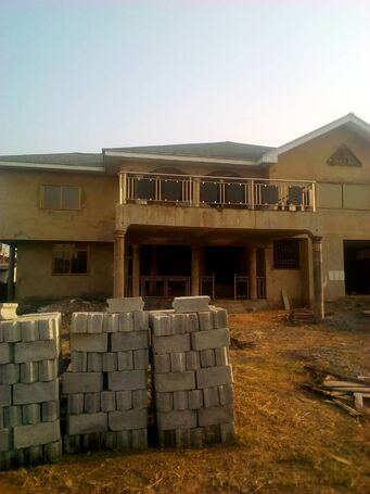90% completed 6bedroom house at sakumono for sale